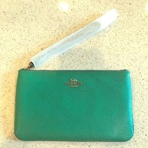 New COACH LARGE LEATHER WRISTLET CLUTCH IVY GREEN.